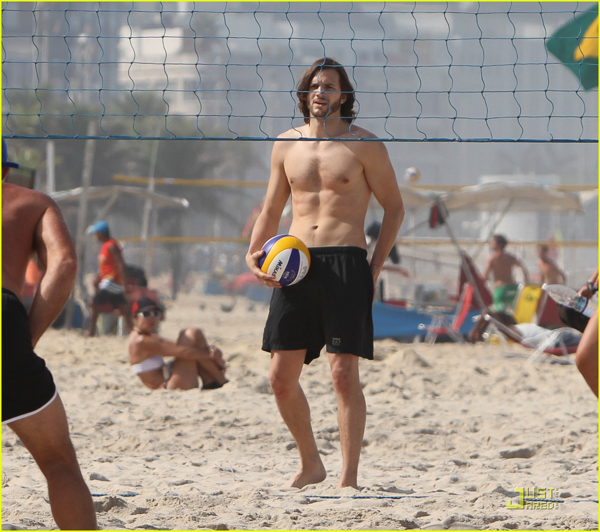 ashton kutcher beach volleyball 05