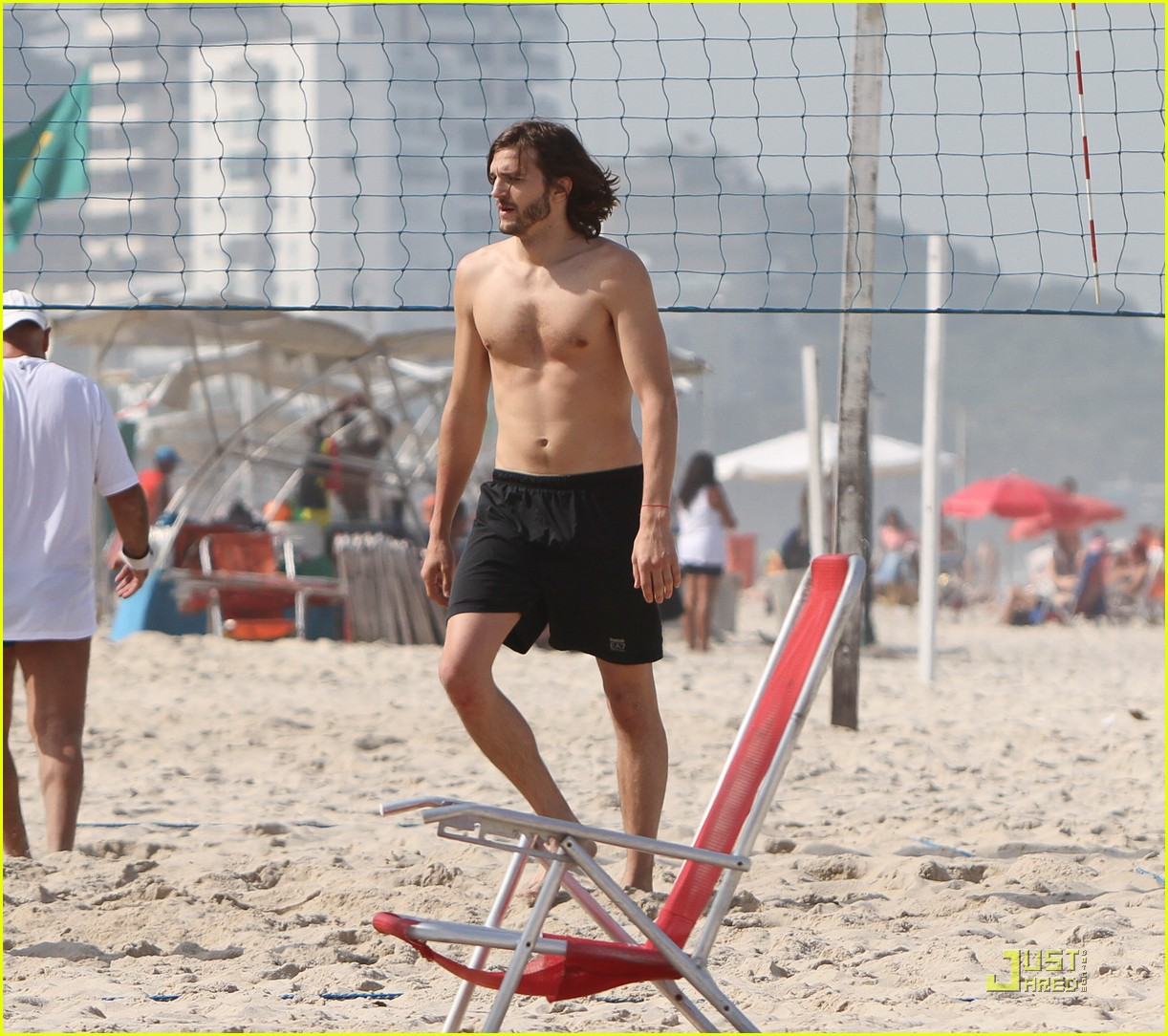 ashton kutcher beach volleyball 07