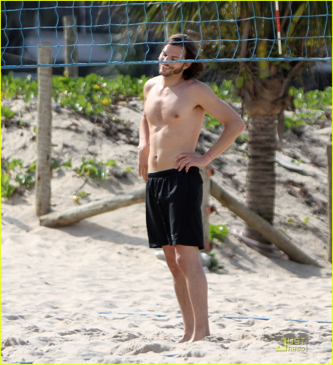 ashton kutcher beach volleyball 09