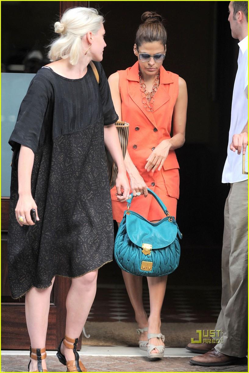 eva mendes orange dress 04