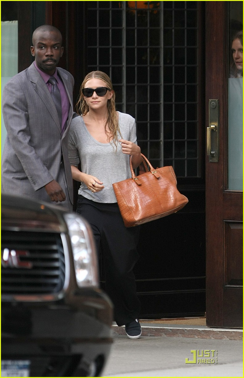 mary kate ashley olsen busy day in new york 10