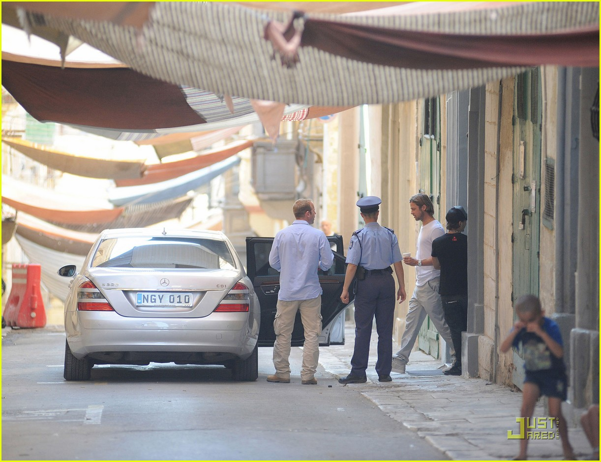 brad pitt world war z on set 082552698