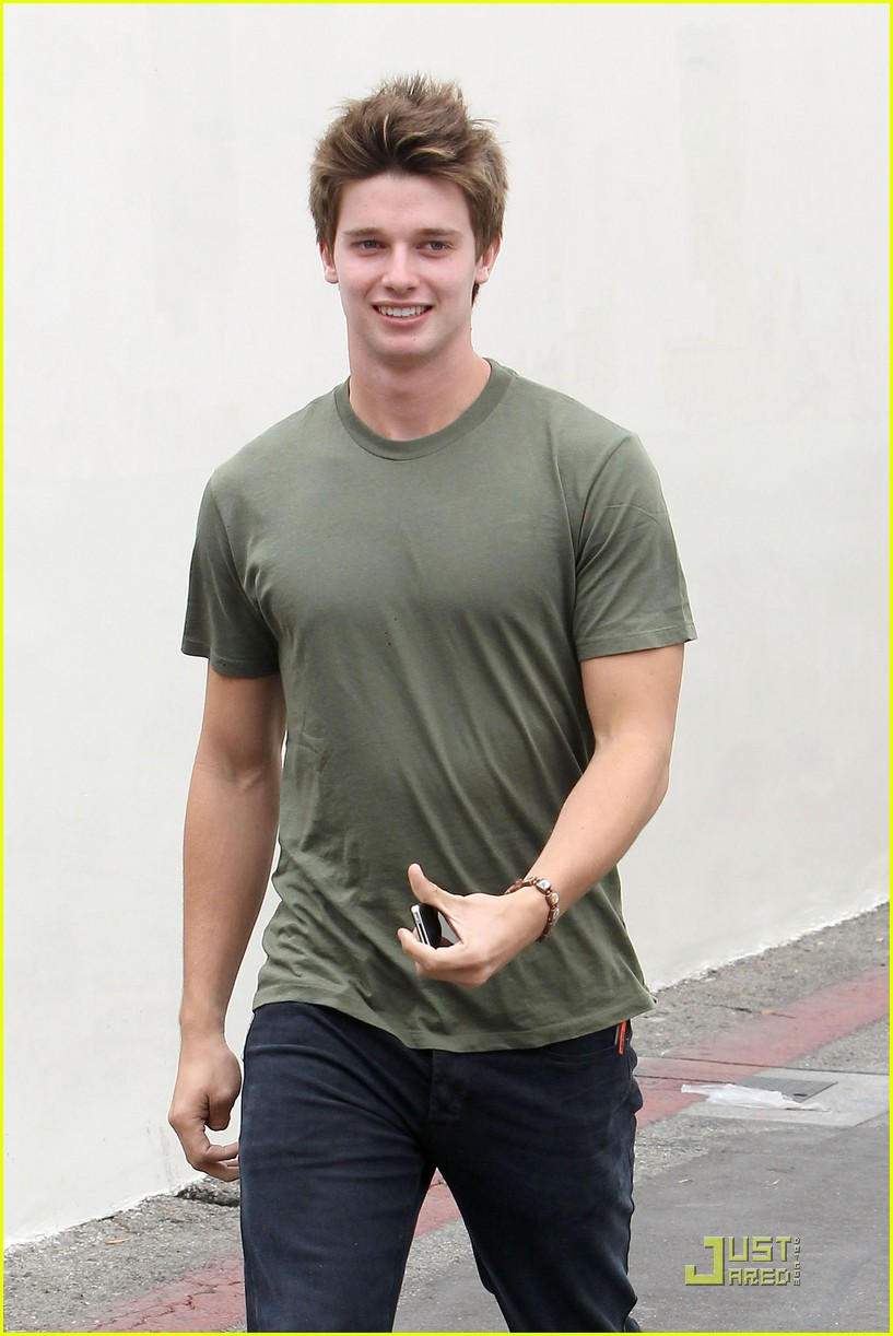 patrick schwarzenegger out lunch 03