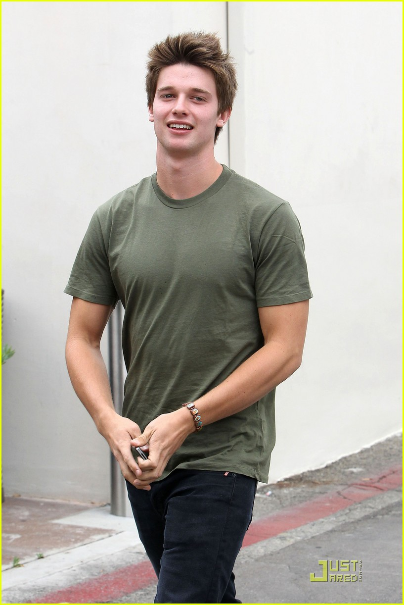 patrick schwarzenegger out lunch 09