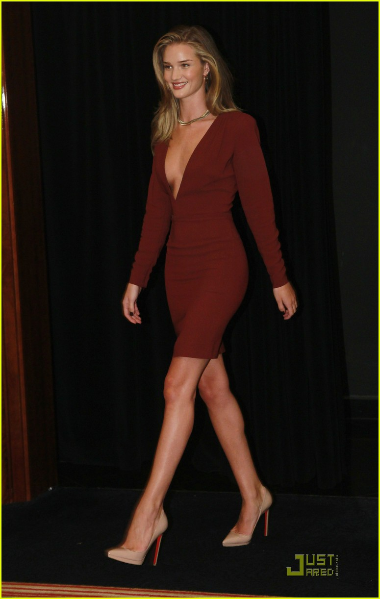 rosie huntington whiteley shia labeouf transformers berlin press conference 01