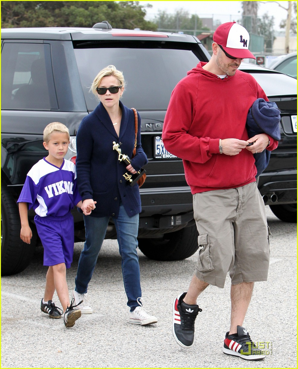 reese witherspoon deacons soccer game with ryan phillippe 112551647