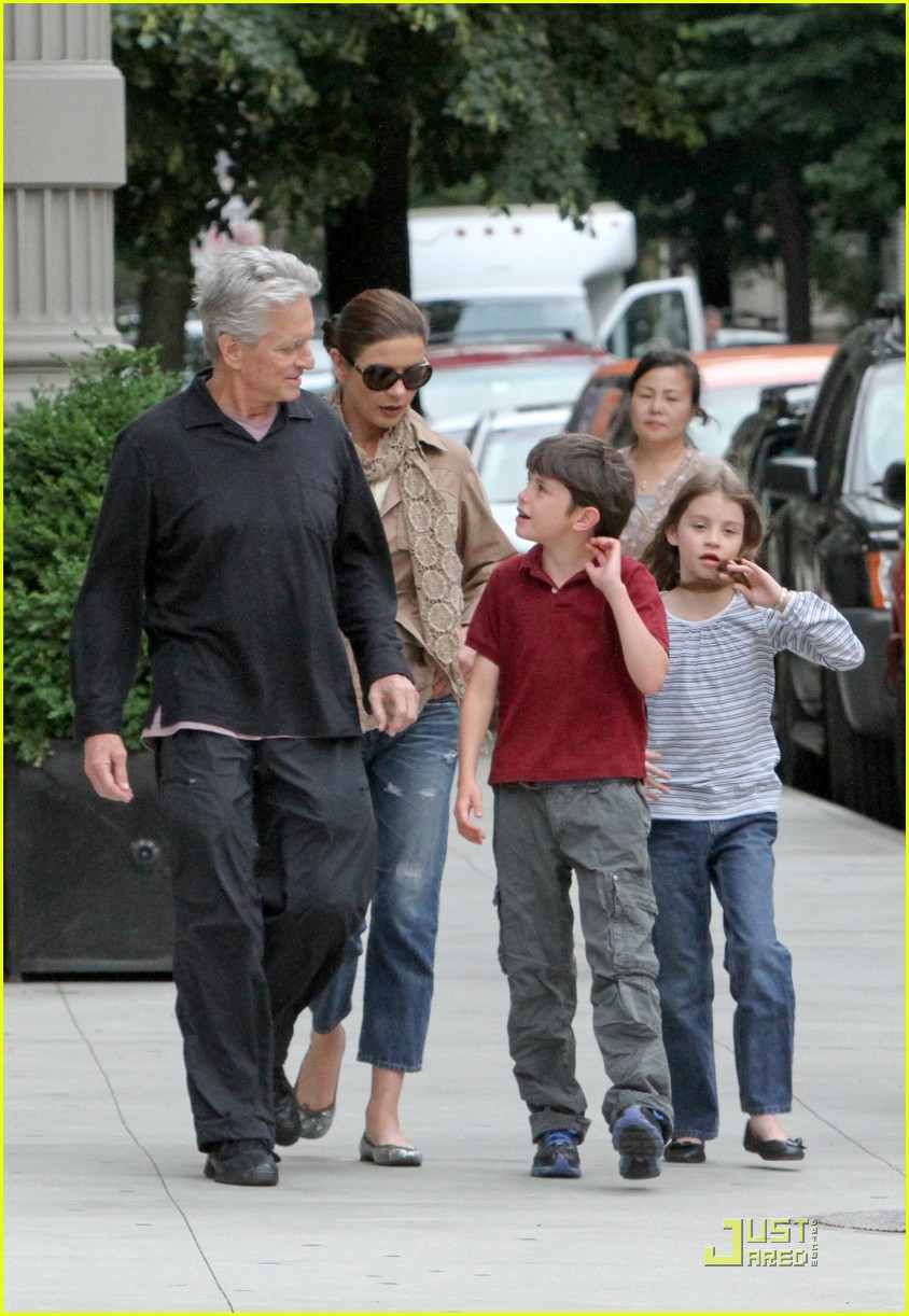 catherine zeta jones michael douglas family stroll 02