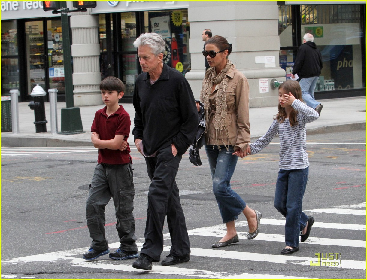 catherine zeta jones michael douglas family stroll 08