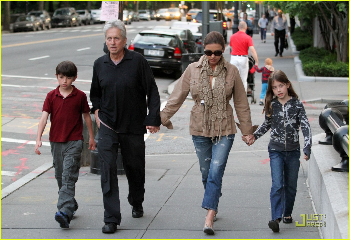 catherine zeta jones michael douglas family stroll 09