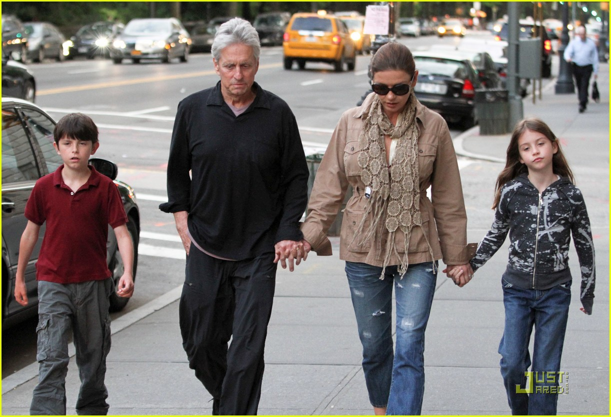 catherine zeta jones michael douglas family stroll 10