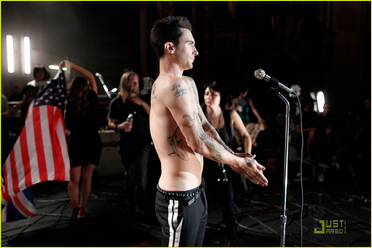 christina aguilera moves like jagger video shoot with adam levine 152559536