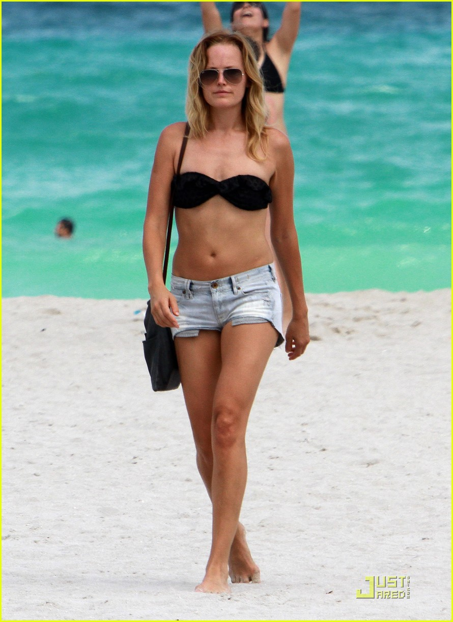 malin akerman bikini miami 03