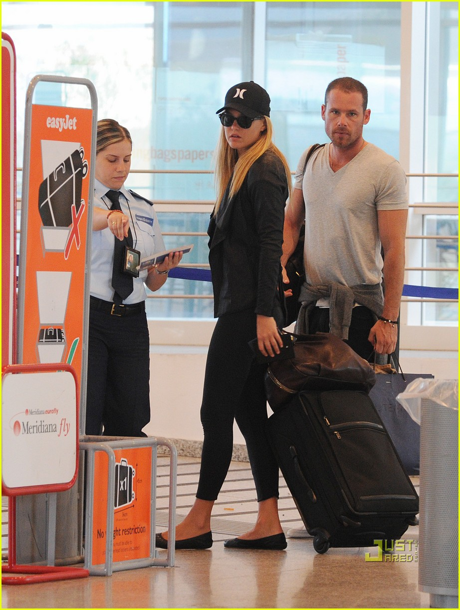 bar refaeli david fisher leaving sardinia 01