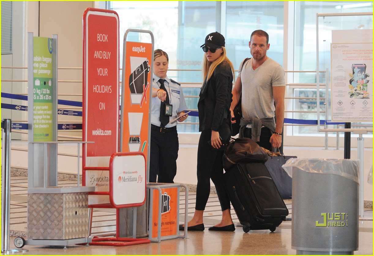bar refaeli david fisher leaving sardinia 03