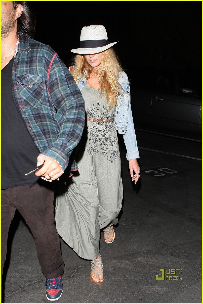 blake lively leonardo dicaprio hollywood bowl 05