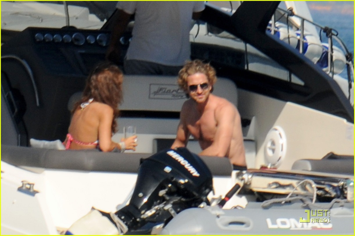 gerard butler shirtless boat ride in ischia 01
