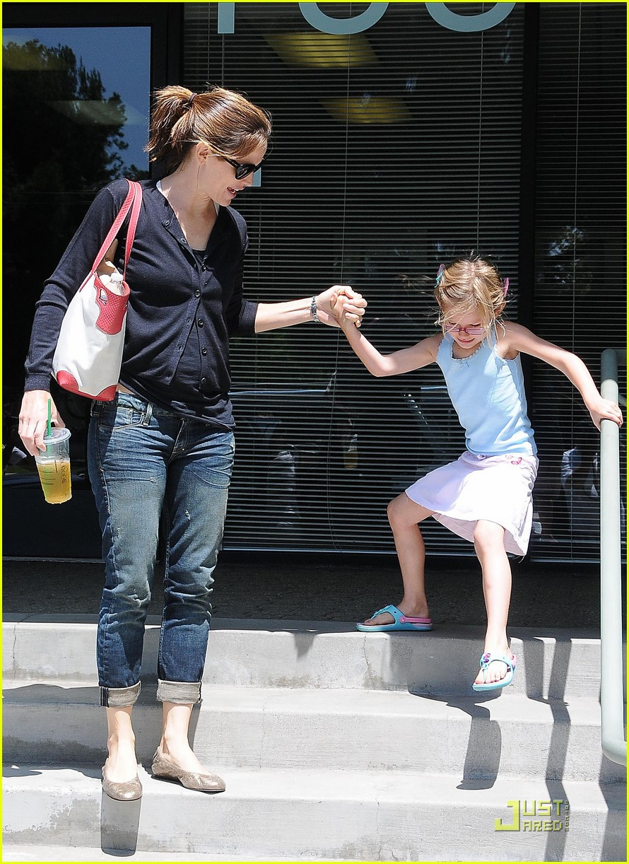 jennifer garner swim class with violet seraphina 10
