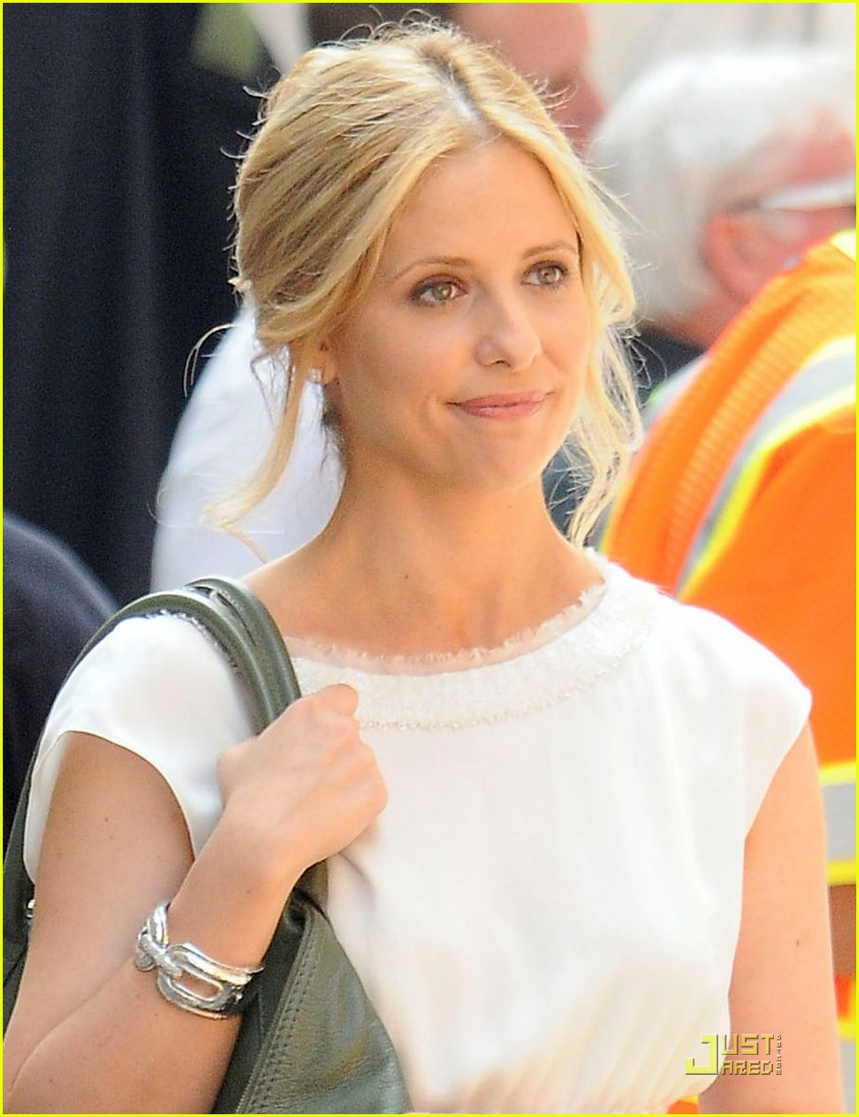 sarah michelle gellar works on the ringer 04