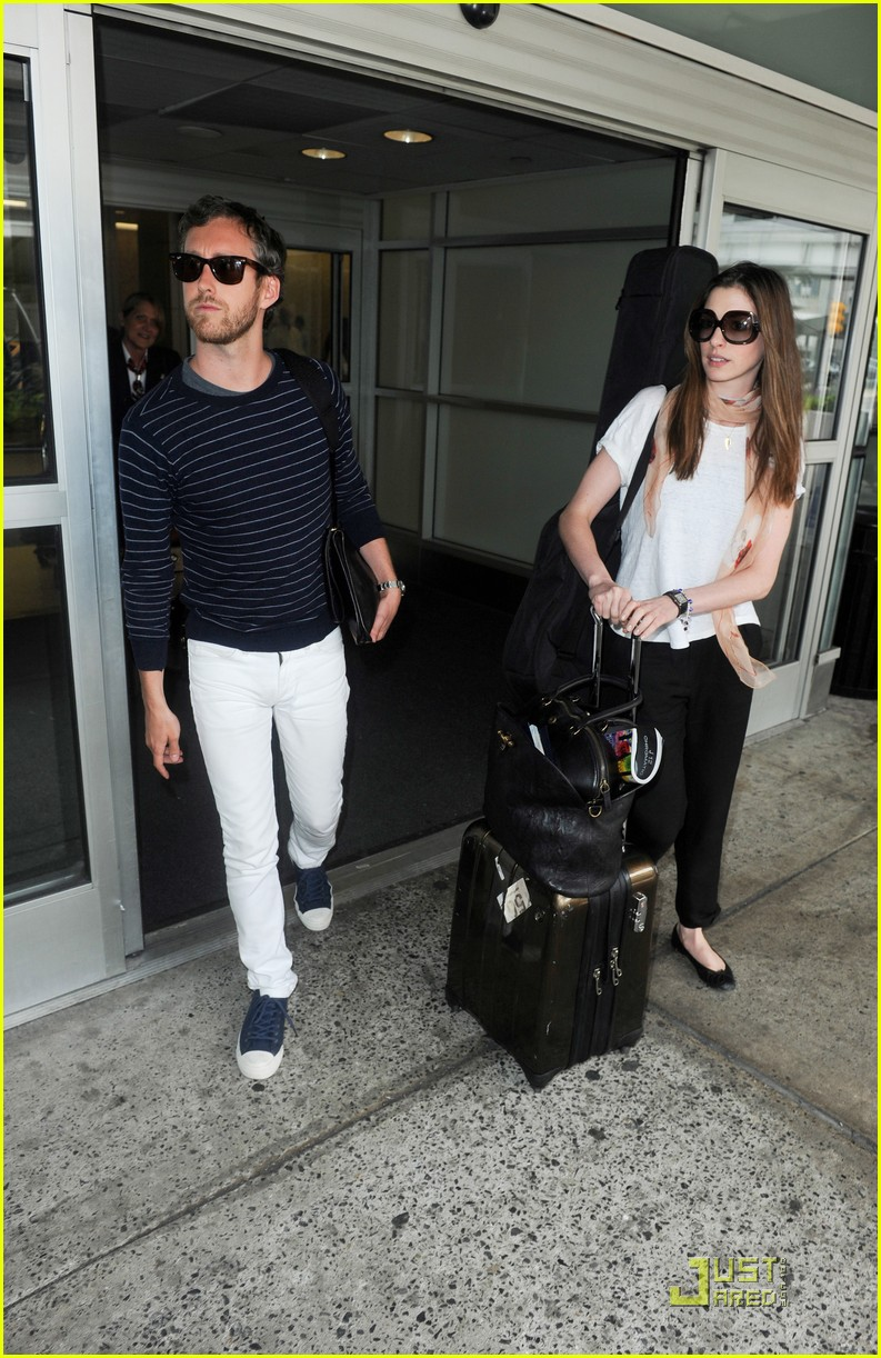 anne hathaway adam shulman new york landing 042564344