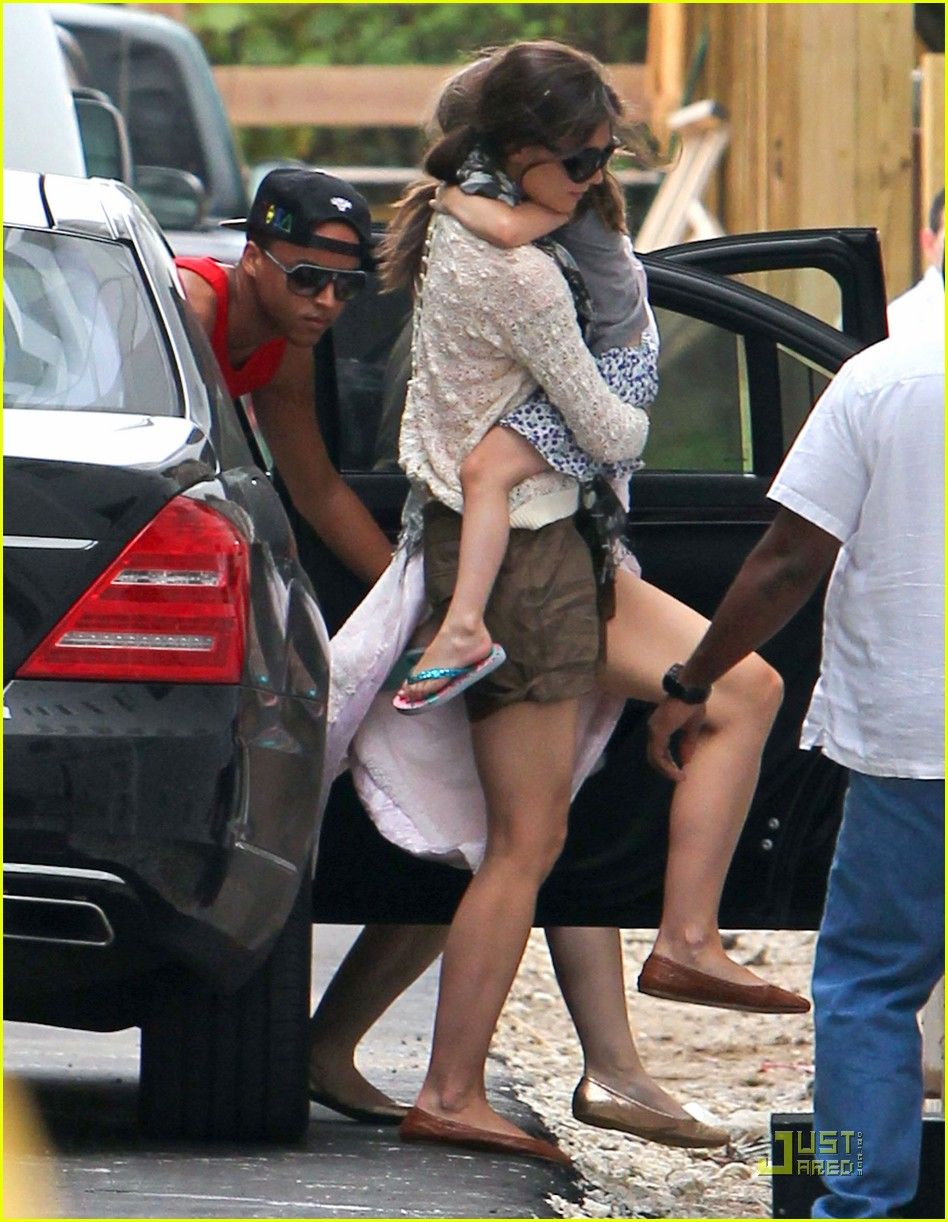 katie holmes tom cruise miami hotel arrival with the kids 08