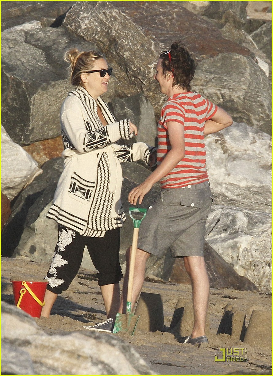 kate hudson matt bellamy beach 08