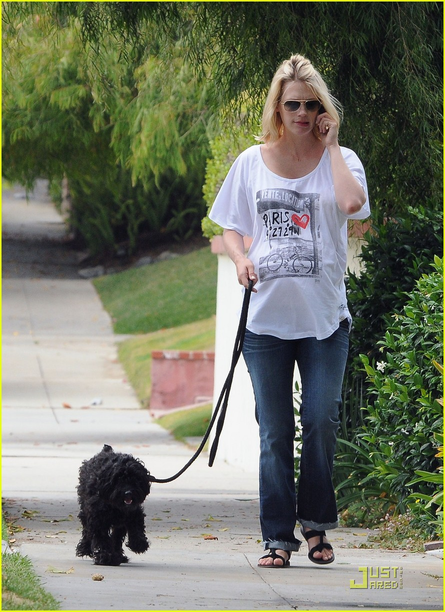 january jones walks dog 05