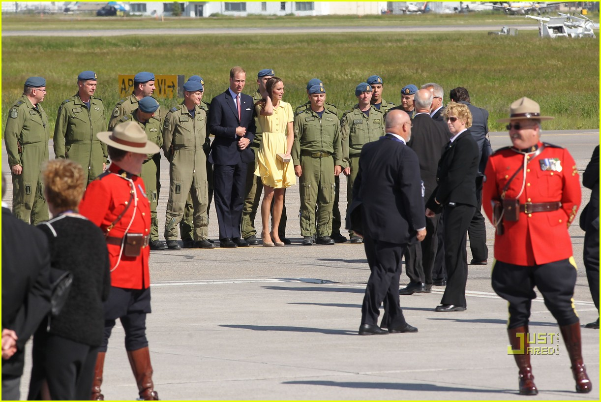 prince william kate calgary airport 13