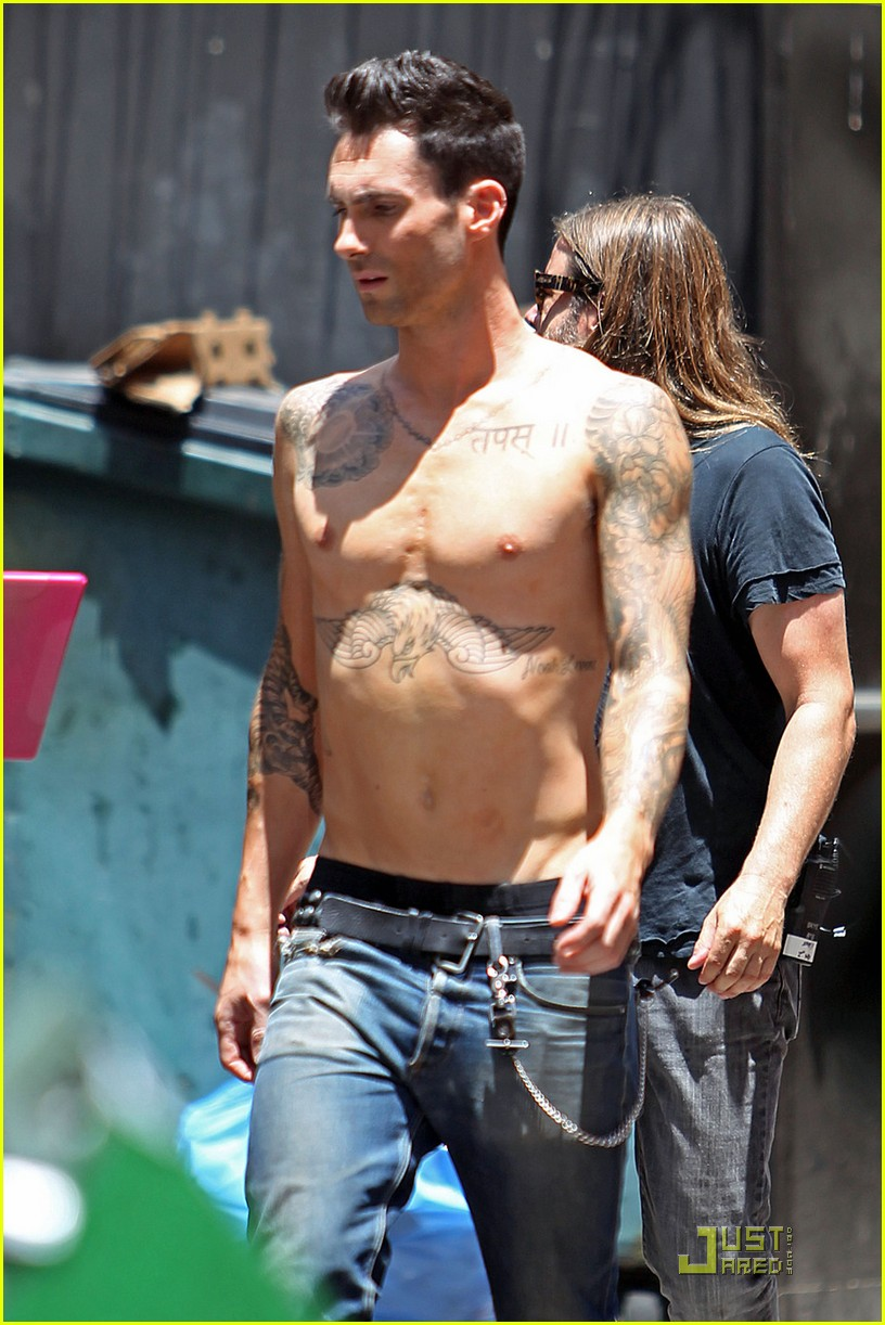 adam levine shirtless on music video set 06