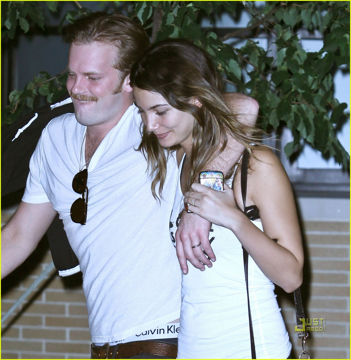 lily aldridge caleb followill drink 03