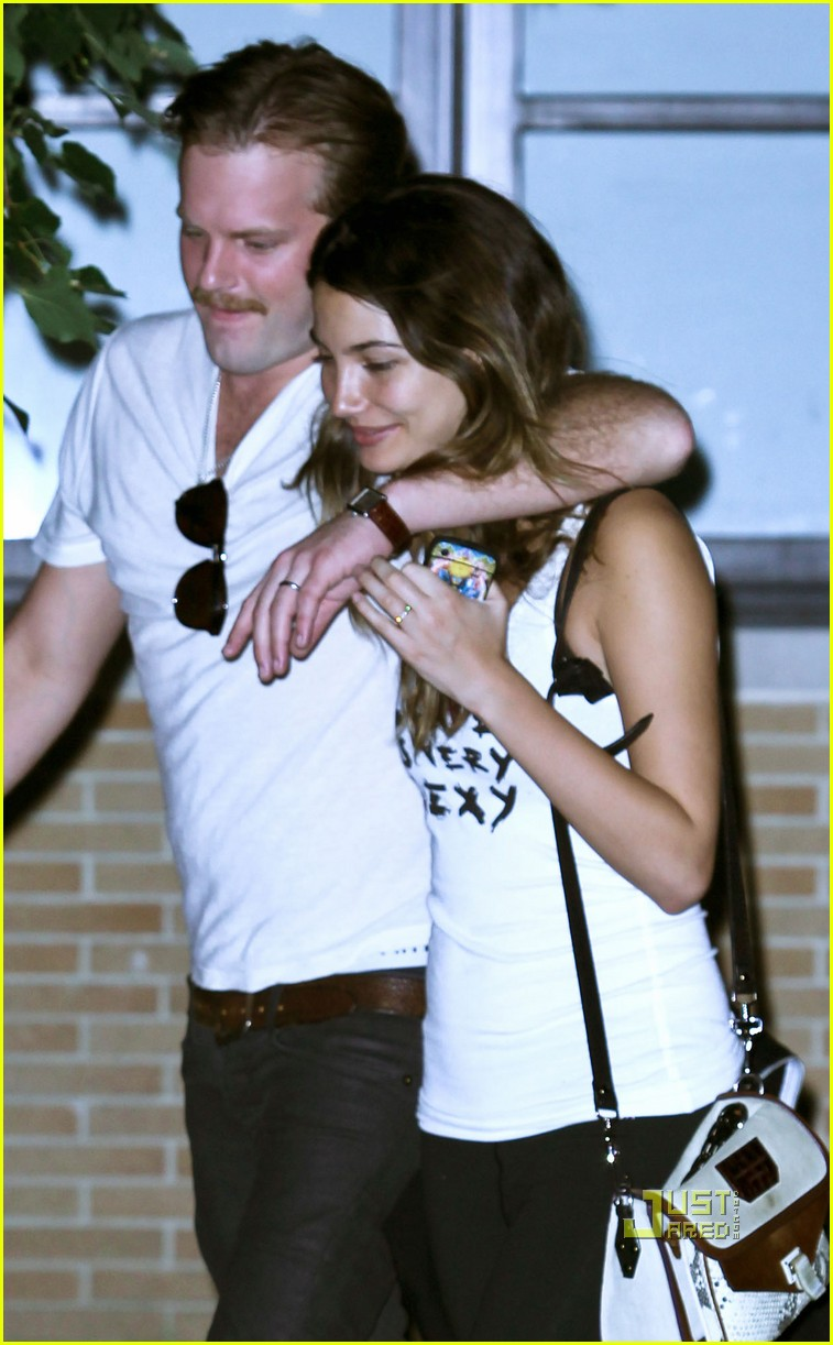 lily aldridge caleb followill drink 06