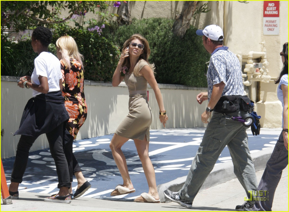 annalynne mccord dominic purcell 90210 01