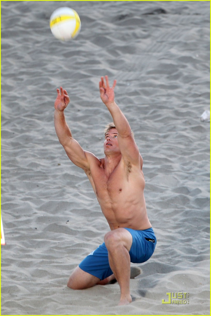 annalynne mccord trevor donovan 90210 beach bods 03