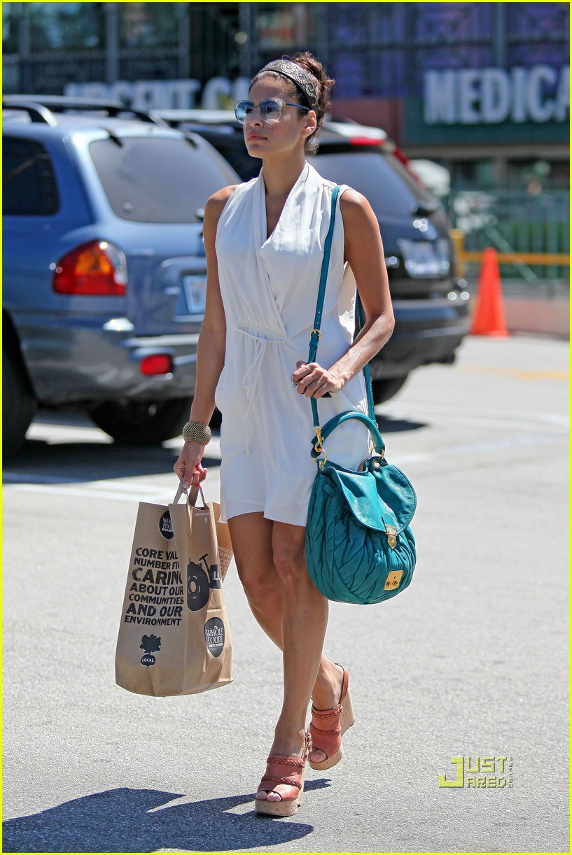 eva mendes grocery shopping 03