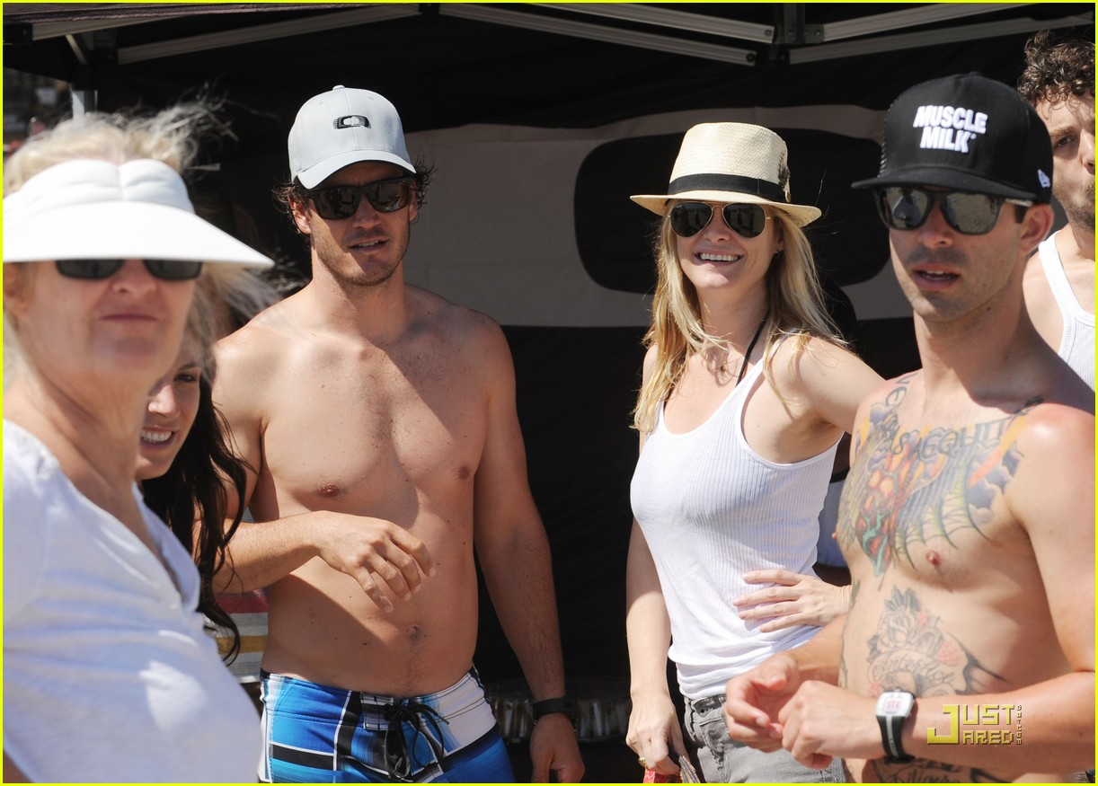 mark paul gosselaar shirtless at oakleys learn to ride 02