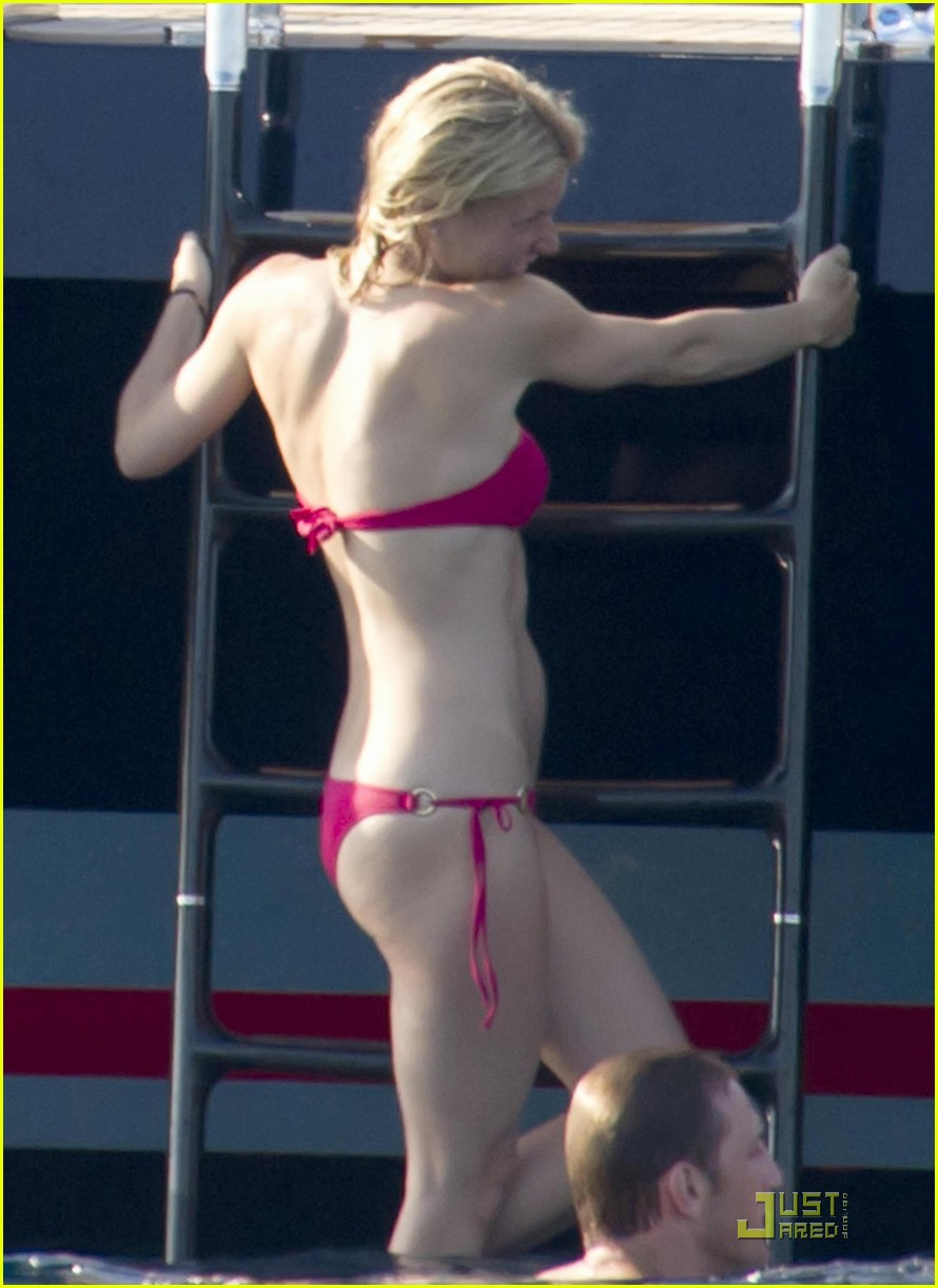 gwyneth paltrow bikini babe with apple moses 21