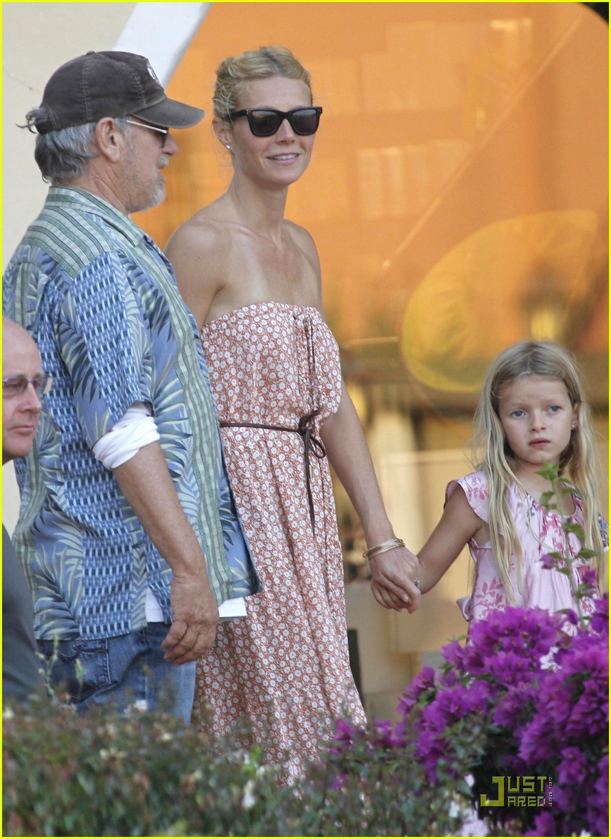 gwyneth paltrow apple moses vacation 01