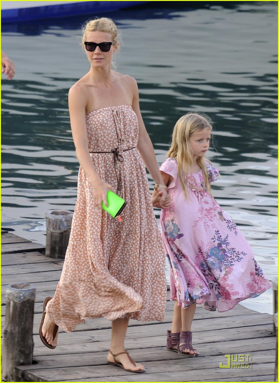 gwyneth paltrow apple moses vacation 06