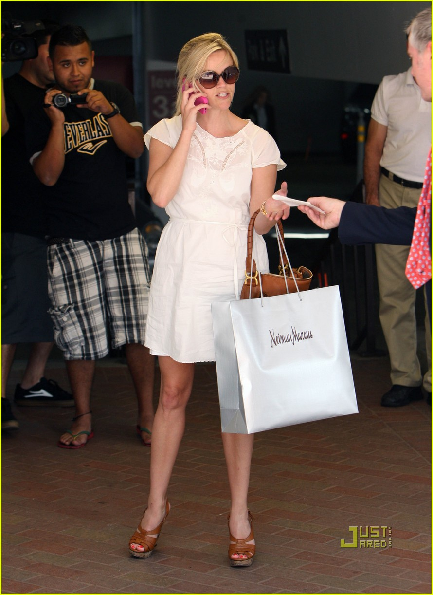 reese witherspoon neiman marcus shopping 04