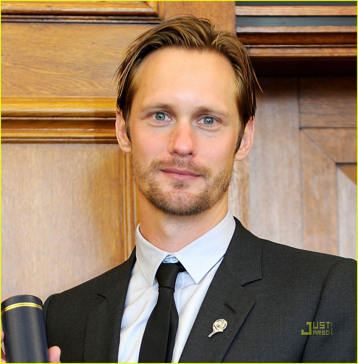 alexander skarsgard graduation honorary degree leeds 05