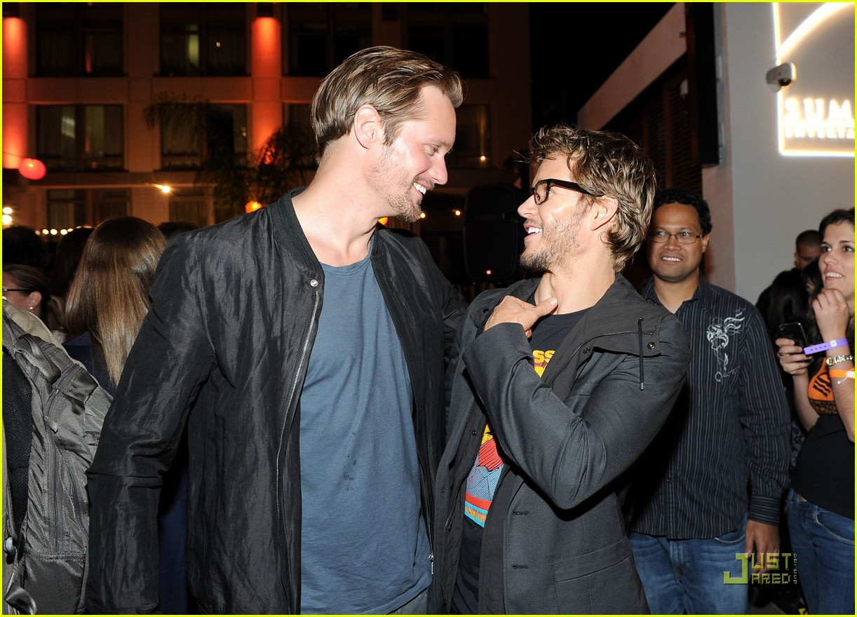 alexander skarsgard summit comic con party with ryan kwanten 052562831
