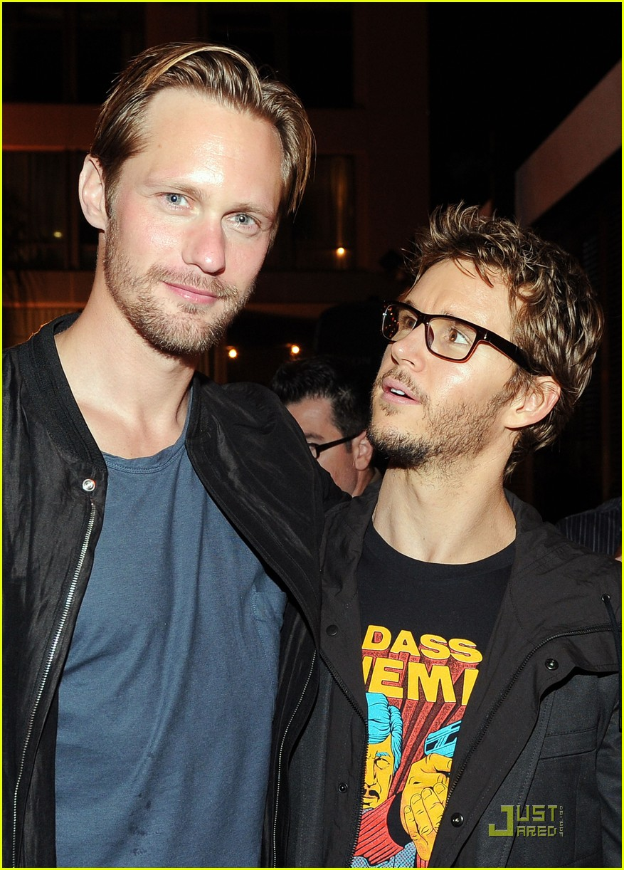 alexander skarsgard summit comic con party with ryan kwanten 09