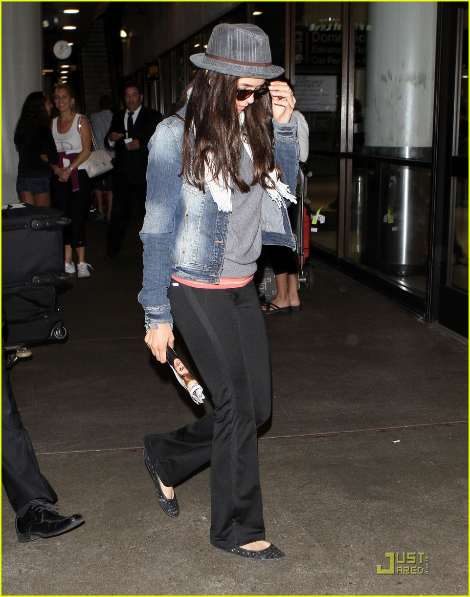 ian somerhalder lax landing with nina dobrev 03