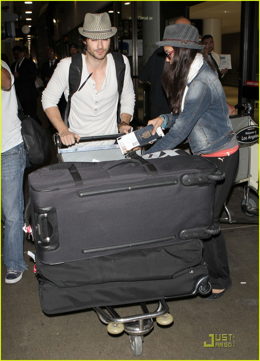 ian somerhalder lax landing with nina dobrev 04