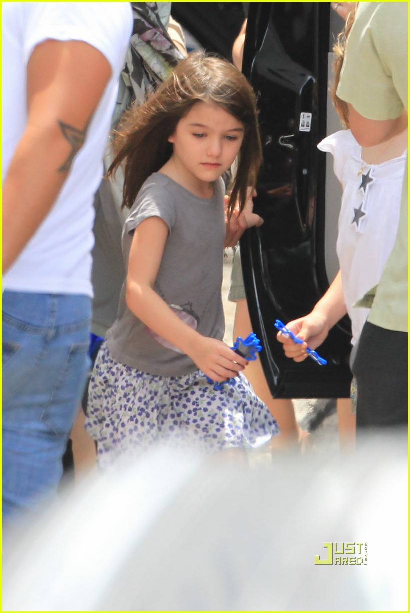 tom cruise suri katie leaves miami 01