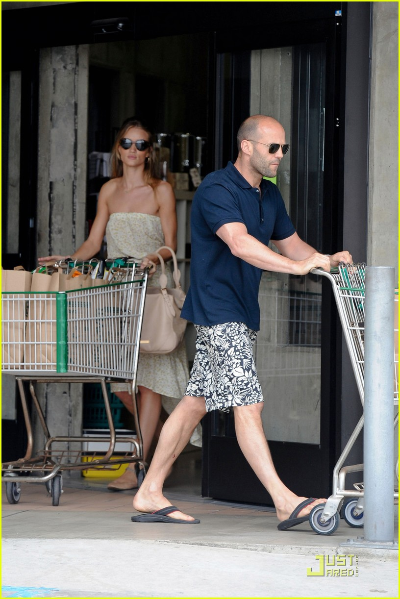 rosie huntington whiteley jason statham grocery shopping 03