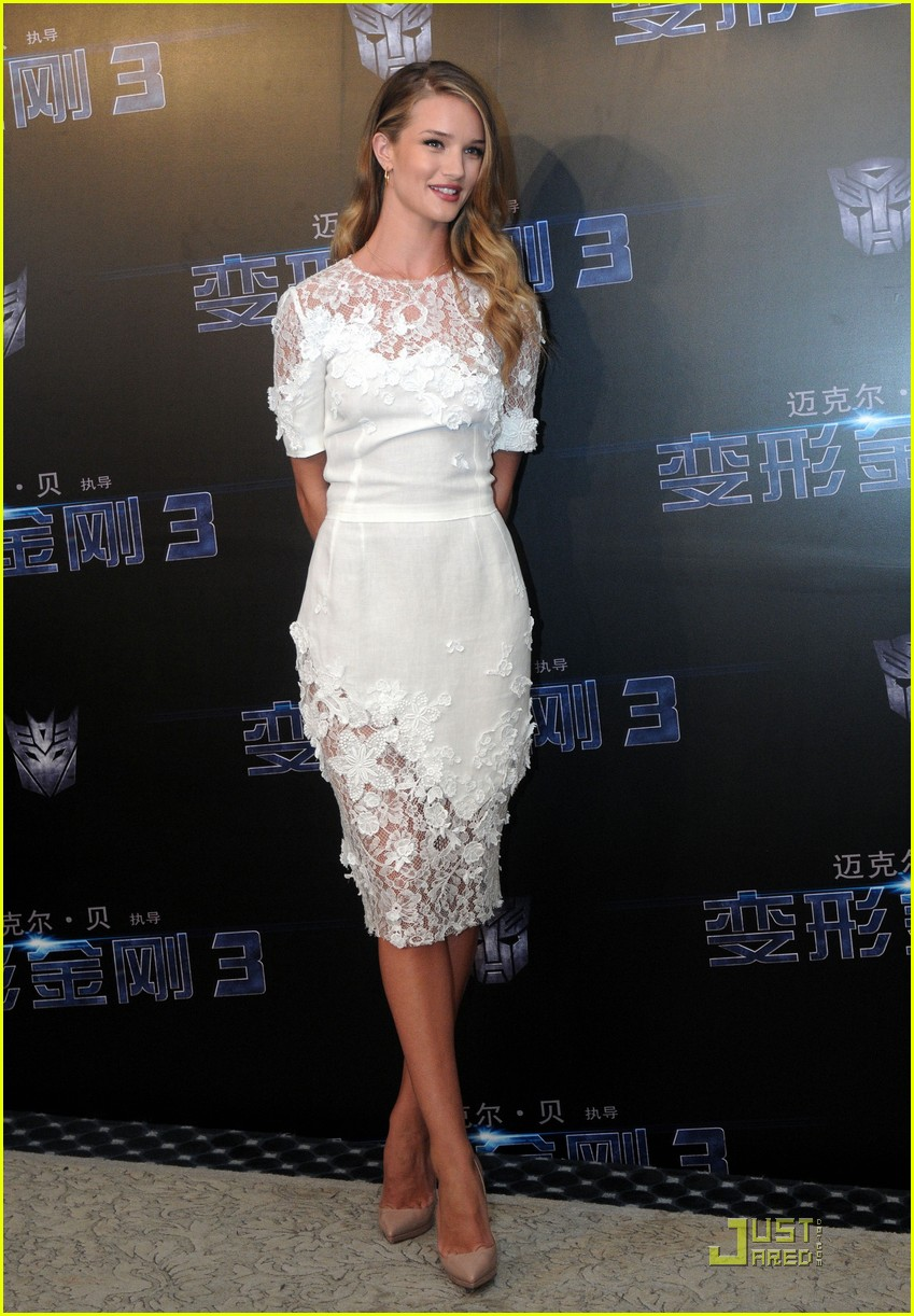 rosie huntington whiteley transformers shanghai 012560677