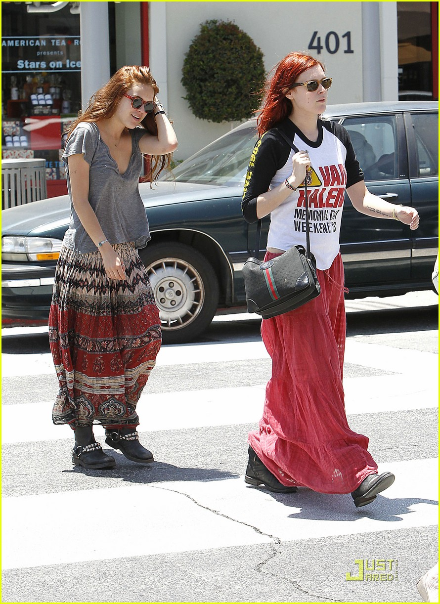 rumer willis sister walk 08