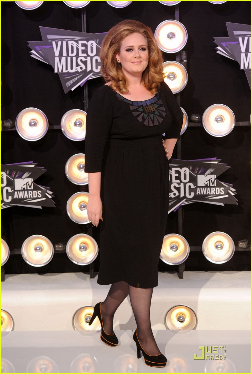 adele mtv vmas 2011 red carpet 012574363