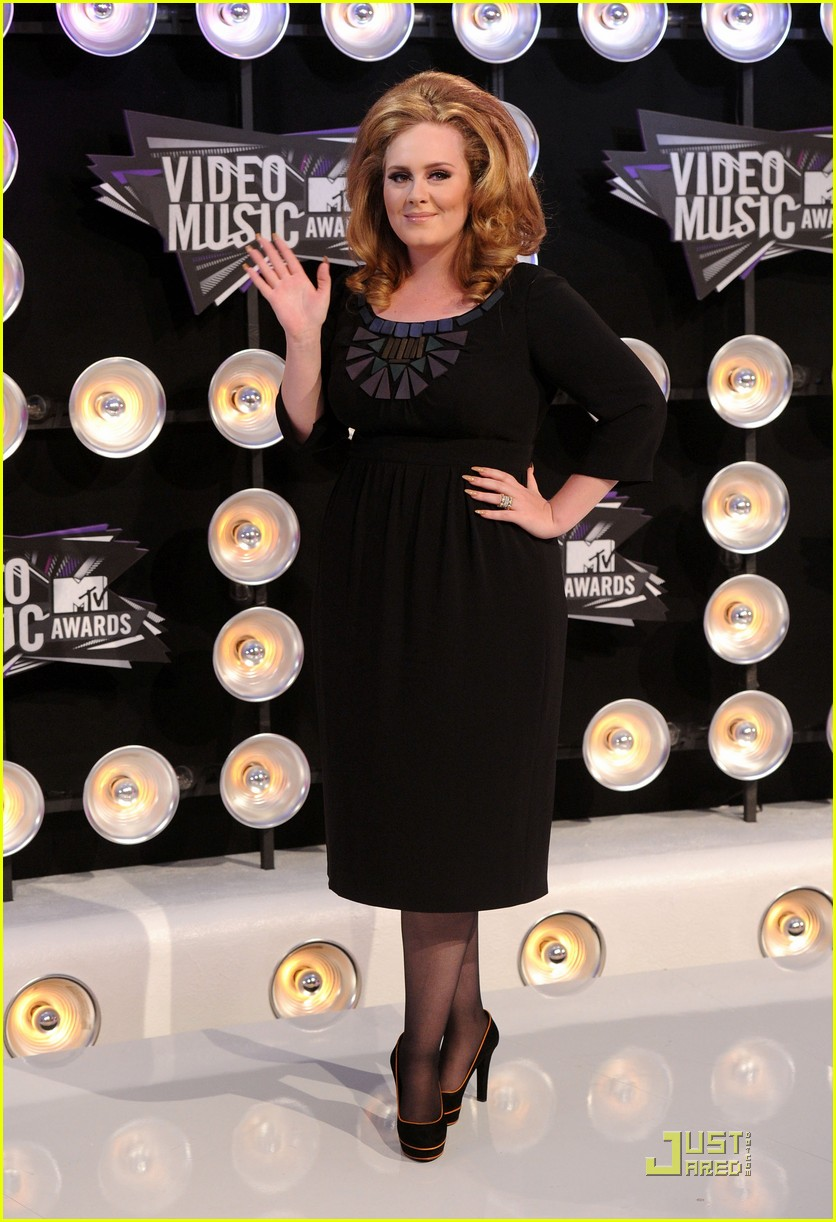 adele mtv vmas 2011 red carpet 052574367