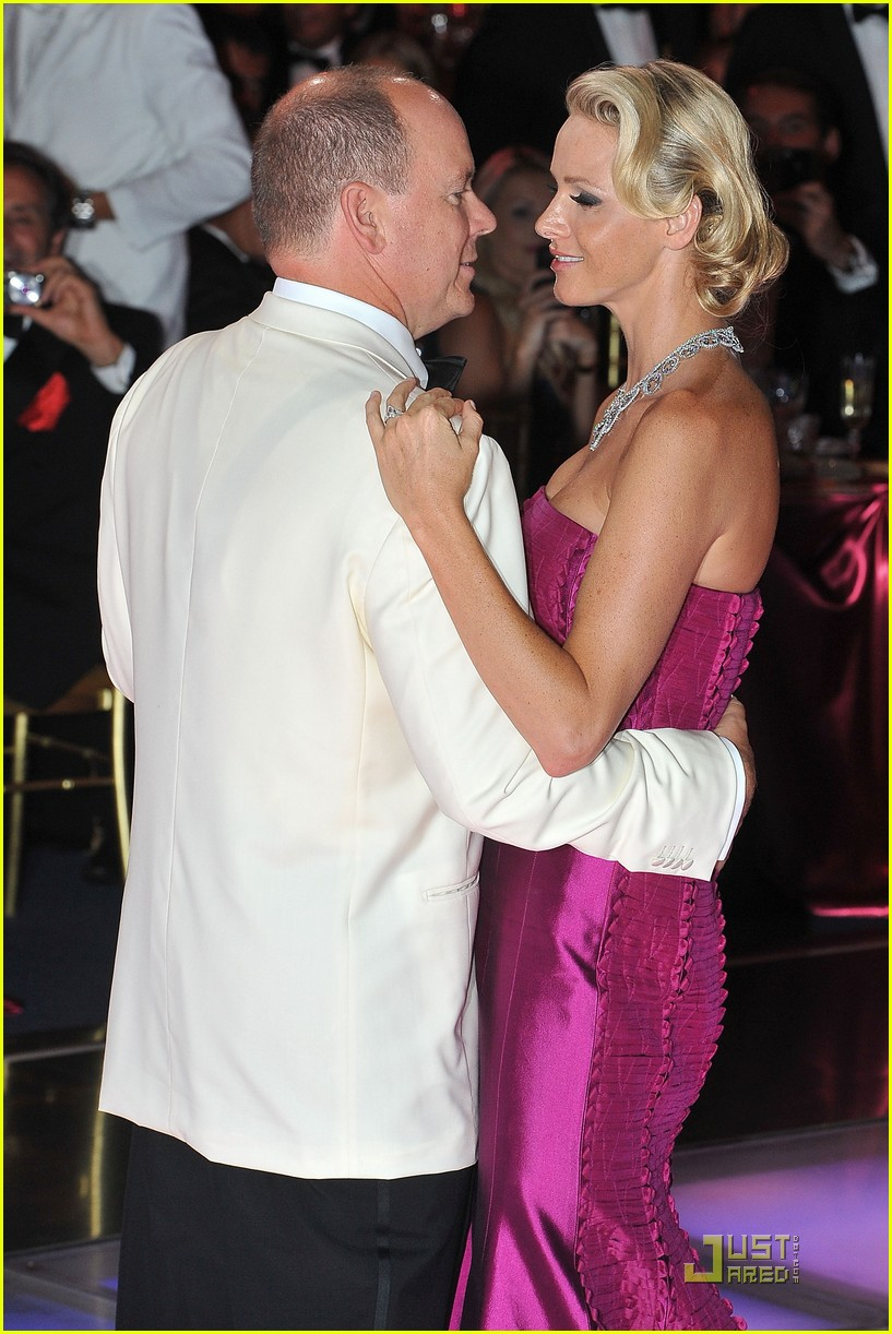 princess charlene prince albert red cross ball 04